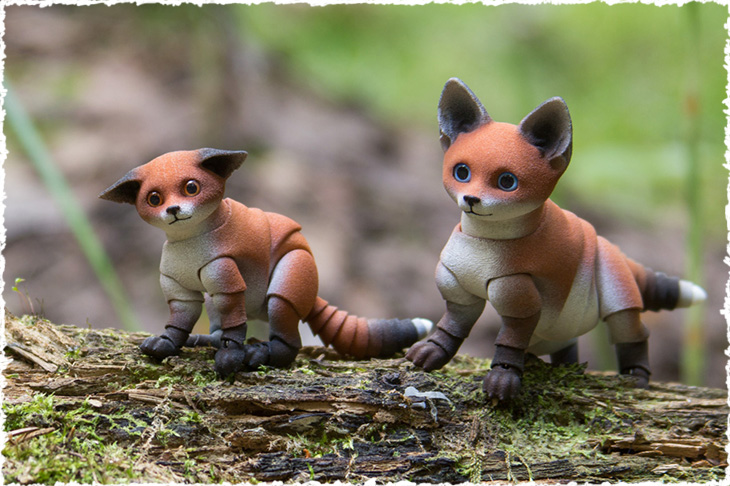 Two little BJD foxes by Walloya Morring on the tree.
